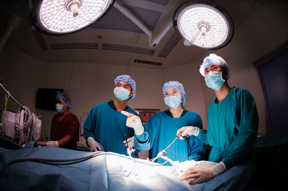 Is Laparoscopic Hysterectomy or Robotic Hysterectomy Safer?